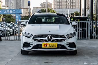 2020款奔驰A级1.3T自动200 L运动轿车